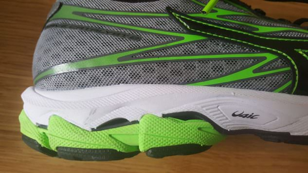 Mizuno Wave Catalyst 2 - midsole detail