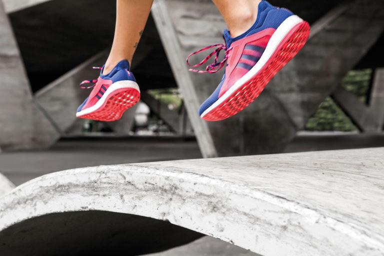 gallery-1454341629-adidas-pureboost-running-shoe-02
